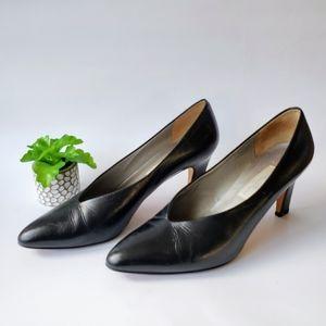 Vintage V-Cut Black Leather Pumps Magik by Amalfi